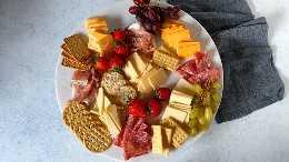 Thelittlekitchen.net gráfico de carnes e queijos