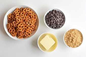 Barras de pretzel de chocolate e caramelo