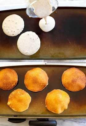 A massa é derramada sobre uma chapa quente e outra chapa para cozinhar panquecas de trigo integral.