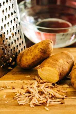 Patatas ralladas para papas fritas caseras
