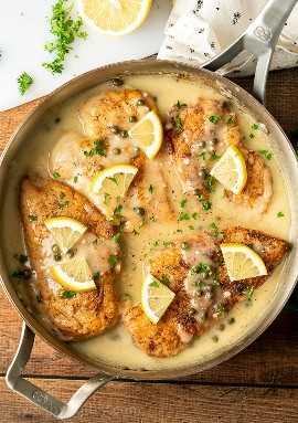 ¡El pollo asado en una cremosa salsa de vino de limón es una cena clásica italiana!