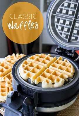 """¡Esta receta clásica de waffles se hace perfectamente crujiente por fuera, esponjosa por dentro, por waffles para morirse! """"width ="""" 675 """"height ="""" 994 """"srcset ="""" https://iwashyoudry.com/wp-content/uploads/2016/08/Classic-Waffles-3-copy.jpg 675w, https://iwashyoudry.com /wp-content/uploads/2016/08/Classic-Waffles-3-copy-600x884.jpg 600w """"tamaños ="""" (ancho máximo: 675px) 100vw, 675px"""