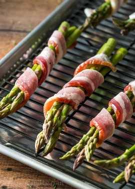 Espargos envoltos em bacon é uma receita de acompanhamento fácil e deliciosa. Perfeito para refeições e entretenimento.