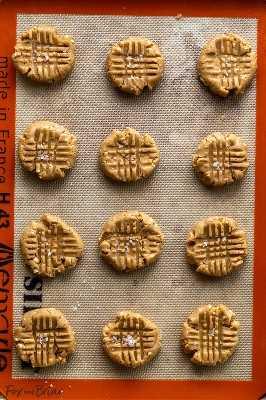 Esses biscoitos fáceis de manteiga de amendoim são macios e chewy, e cheios de sabor a manteiga de amendoim! Continue lendo para ver como fazer os melhores biscoitos caseiros de manteiga de amendoim! Receita de Manteiga de Amendoim | Biscoitos caseiros de manteiga de amendoim | biscoito de manteiga de amendoim | mastigável | Fácil | Receita | Cookies pb clássicos | Simples