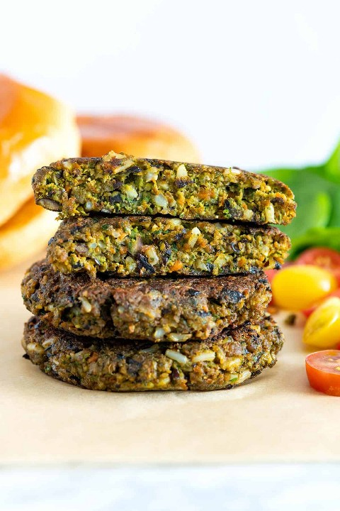 How to make veggie burgers that are hearty, tasty, and full of vegetables. These veggie-filled burgers are high in 5 grams of fiber and contain just over 200 calories (per one patty).