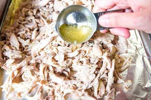 Como fazer frango jogado em uma panela de barro