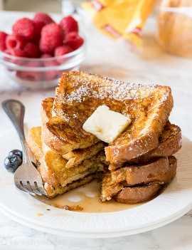 ¡DIOS MIO! ¡Esta receta extra tostada clásica de tostadas francesas es muy fácil y a mis hijos les ENCANTARON! ¡Yo tambien!