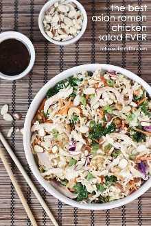 Melhor Salada Asiática de Frango Ramen: Aumente o sabor e os nutrientes da Salada Asiática de Ramen com 6 superalimentos, frango assado e um molho picante!