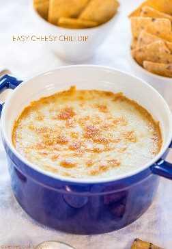 Easy Cheesy Chili Dip: ¡solo unos pocos ingredientes y 5 minutos es todo lo que necesita para esta salsa súper fácil llena de sabor! ¡Y queso! ¡¡¡Tan bueno!!!