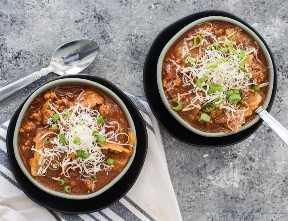 Esta sopa de repolho de carne Keto é um verdadeiro grampo de inverno de baixo carboidrato! Com pouco menos de 6 carboidratos líquidos com instruções para panela instantânea, panela lenta e fogão, esta é uma sopa ceto perfeita para qualquer ocasião!