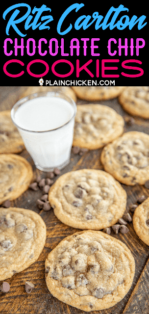 galletas de chispas de chocolate con un vaso de leche