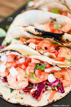 The whole family will love these quick and easy shrimp taco recipes. Everything is easily prepared in less than 5 minutes in a pan and is healthy.