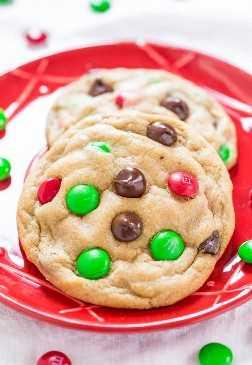 Galletas de chispas de chocolate M&M suaves y masticables: si está buscando una nueva receta de galletas M&M, ¡esta es LA ÚNICA! ¡Suave, mantecoso e irresistible!