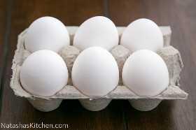 Os melhores ovos para ferver em uma caixa de ovos.