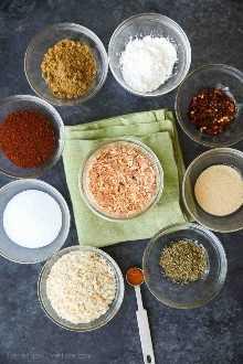 O tempero caseiro do taco é fácil de fazer e tem um ótimo sabor! Ajuste o tempero para torná-lo macio ou quente. Além disso, não há MSG ou ingredientes originais. Confira o vídeo sobre como transformar esse tempero de taco na melhor carne de taco de todos os tempos!