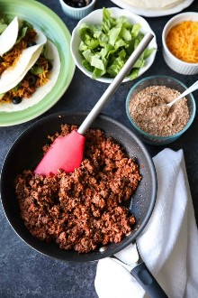 A melhor carne de taco! É picante e cheio de sabor, feito com um fácil tempero caseiro de taco. Uma receita que toda a família desfrutará de taco às terças-feiras!