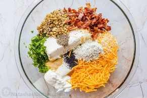 Ingredientes para la clásica receta de bolas de queso desde cero.