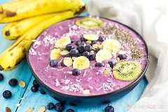 """Você precisa de uma nova idéia para o café da manhã? Este Blueberry Banana Smoothie Bowl é fácil de fazer e uma maneira deliciosa de começar o seu dia! """"Width ="""" 600 """"height ="""" 400 """"srcset ="""" https://www.lovebakesgoodcakes.com/wp-content/uploads /2018/04/Blueberry-Banana-Smoothie-Bowl-2a.jpg 600w, https: / /www.lovebakesgoodcakes.com/wp-content/uploads/2018/04/Blueberry-Banana-Smoothie-Bowl-2a-300x200. jpg 300w """"size ="""" (largura máxima: 600 px) 100 vw, 600 px """"data-jpibfi-post-excerpt ="""" """"data-jpibfi-post-url ="""" https://www.lovebakesgoodcakes.com/blueberry -banana- tigela de suco / """"data-jpibfi-post-title ="""" tigela de suco de banana com mirtilo """"data-jpibfi-src ="""" https://www.lovebakesgoodcakes.com/wp-content/uploads/2018/04/Blueberry -Banana- Smoothie-Bowl-2a.jpg"""