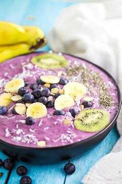 """Você precisa de uma nova idéia para o café da manhã? Este Blueberry Banana Smoothie Bowl é fácil de bater e é uma maneira deliciosa de começar o seu dia! """"Width ="""" 600 """"height ="""" 900 """"srcset ="""" https://www.lovebakesgoodcakes.com/wp-content/uploads /2018/04/Blueberry-Banana-Smoothie-Bowl-3a.jpg 600w, https: / /www.lovebakesgoodcakes.com/wp-content/uploads/2018/04/Blueberry-Banana-Smoothie-Bowl-3a-200x300. jpg 200w """"size ="""" (largura máxima: 600 px) 100 vw, 600 px """"data-jpibfi-post-excerpt ="""" """"data-jpibfi-post-url ="""" https://www.lovebakesgoodcakes.com/blueberry -banana- tigela de suco / """"data-jpibfi-post-title ="""" tigela de suco de banana com mirtilo """"data-jpibfi-src ="""" https://www.lovebakesgoodcakes.com/wp-content/uploads/2018/04/Blueberry -Banana- Smoothie-Bowl-3a.jpg"""