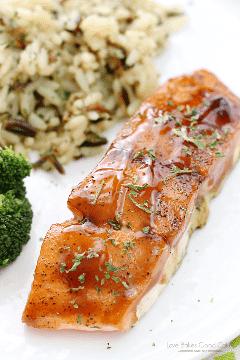¡Anima tu rutina de cena con este fácil y delicioso salmón glaseado con Dr Pepper! ¡La receta incluye instrucciones para hornear o asar a la parrilla! AD #DPSFlavorTour