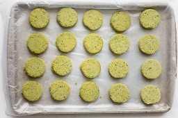 Empanadas de falafel prontas para assar ou fritar