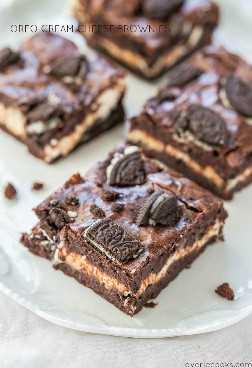 Brownies de queso crema Oreo: brownies de chocolate con una capa de queso crema y toneladas de Oreos. ¡Serán tus nuevos favoritos! ¡¡Totalmente impresionante!!