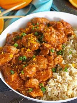 Instant Pot Orange Chicken é mais saudável do que comida para levar e leva apenas cerca de 30 minutos para fazer. Melhor servido com arroz ou macarrão.