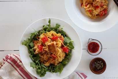 Esta refeição vegana, sem glúten e à base de plantas é rápida, saudável e recheada! Perfeito refeição durante a semana!