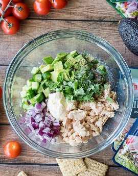O Derretimento do Atum e Abacate é tão fácil de fazer em pequenas porções, é um ótimo lanche ou aperitivo!