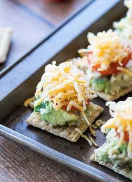 Deliciosas picadas de atum e abacate são uma receita de lanche tão fácil!