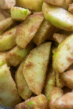 maçãs Granny Smith em canela e açúcar