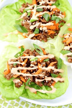 Jante na mesa em pouco tempo com esses envoltórios asiáticos de alface de porco! É uma refeição simples e gratificante que toda a família desfrutará! AD