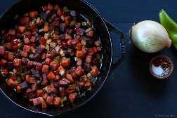 ¡Este hash de camote es tan bueno! Perfecto para el desayuno. Sin gluten, paleo, vegano, vegetariano.