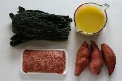 Ensopado de 4 ingredientes, salsicha, couve e batata-doce