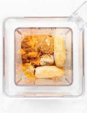 ingredientes para batido de batata en una licuadora