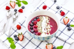 A vibrant blend of three berries and protein-rich ingredients, this Triple Berry Smoothie Bowl is an endless source of nutrients!