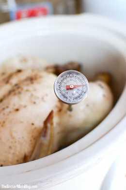 Você nunca mais sofrerá com frango seco! Esta receita de frango à prova de falhas para cozimento lento oferece sempre carne úmida e macia!