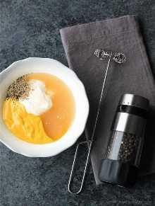 Molho de mostarda caseiro de mel é tão fácil de fazer! O molho perfeito para frango, milho e muito mais!