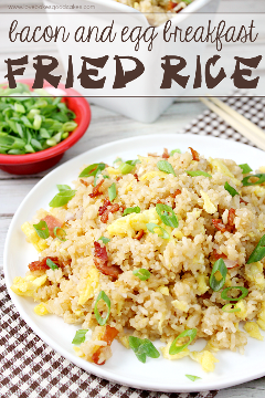 Com apenas alguns ingredientes, é fácil fazer arroz com bacon e ovo frito! Quem disse que o café da manhã deve ser chato? Ótimo para jantar também! # BaconMonth2015