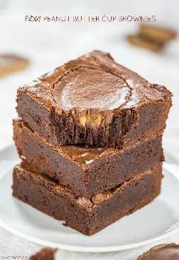Brownies de Fudgy Peanut Butter Cup - ¡Brownies fáciles, de un tazón, sin mezclador con una taza PB de tamaño completo en cada brownie! ¡Tan rápido como usar mezcla y sabe mucho mejor!