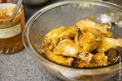 Alitas de pollo de cuatro ingredientes dulces y picantes de thelittlekitchen.net