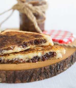 Bacon Jam queijo grelhado com jarra no fundo