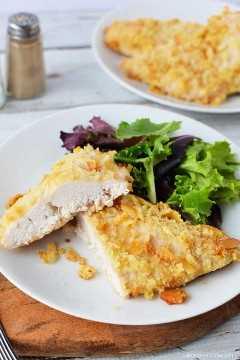 Prueba la deliciosa receta de pollo Ritz Cracker para la cena de esta noche. Si tienes estas galletas ritz mantecosas, entonces puedes hacer este delicioso pollo ritz horneado.