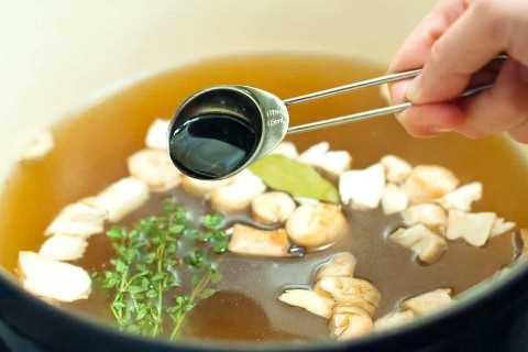 Sazonar con salsa de soja