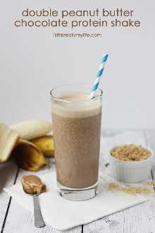 Shake de proteína de chocolate com manteiga de amendoim dupla - Contém mais de 30 gramas de proteína e menos de 13 gramas de açúcar (8 gramas de banana). Sabor delicioso batido de manteiga de amendoim com chocolate.