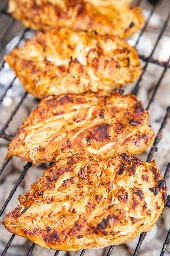pollo cocinando a la parrilla