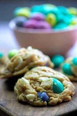 Os biscoitos de Páscoa mais fáceis de todos! Eles começam com a minha receita perfeita de massa de biscoito! # Páscoa #cookies #receita