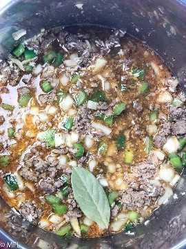 Ingredientes sujos de arroz em panela instantânea