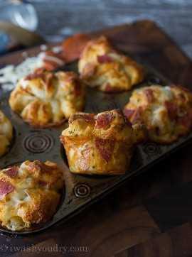 Rolos de pizza de calabresa com queijo