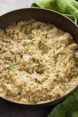 Frango cremoso e arroz uma refeição de panela